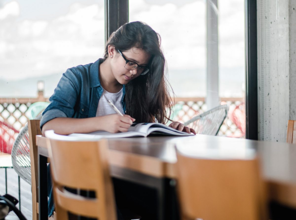 Pobl Student Living Lifestyle Image